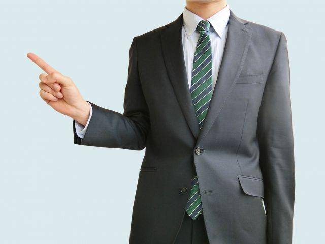京花を紹介するビジネスマン
