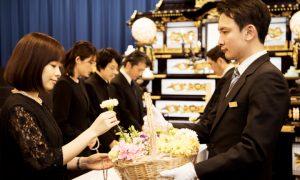 「一般葬」と「家族葬」の違いとは?メリット・デメリットについて
