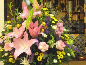 無宗教葬儀の執り行われ方とは?葬儀の流れや参列する際のマナーなどを解説